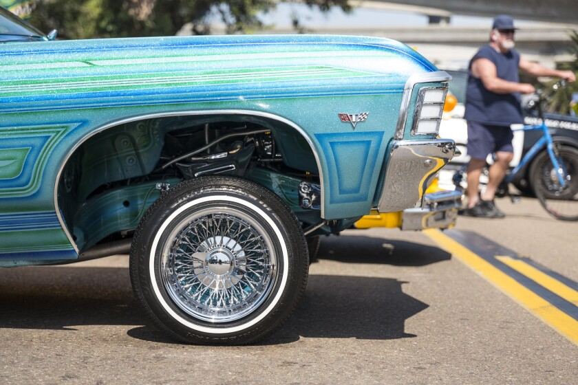 Low rider vehicle