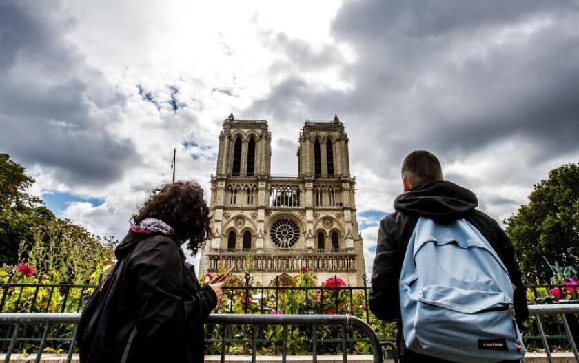 """El Gobierno alerta del riesgo """"persistente"""" de hundimiento en Notre Dame"""