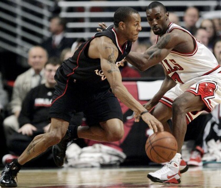 Philadelphia 76ers' Andre Iguodala, left, drives to the basket against Chicago Bulls' Ben Gordon during the third quarter of an NBA basketball game Tuesday, Dec. 2, 2008, in Chicago. (AP Photo/Nam Y. Huh)