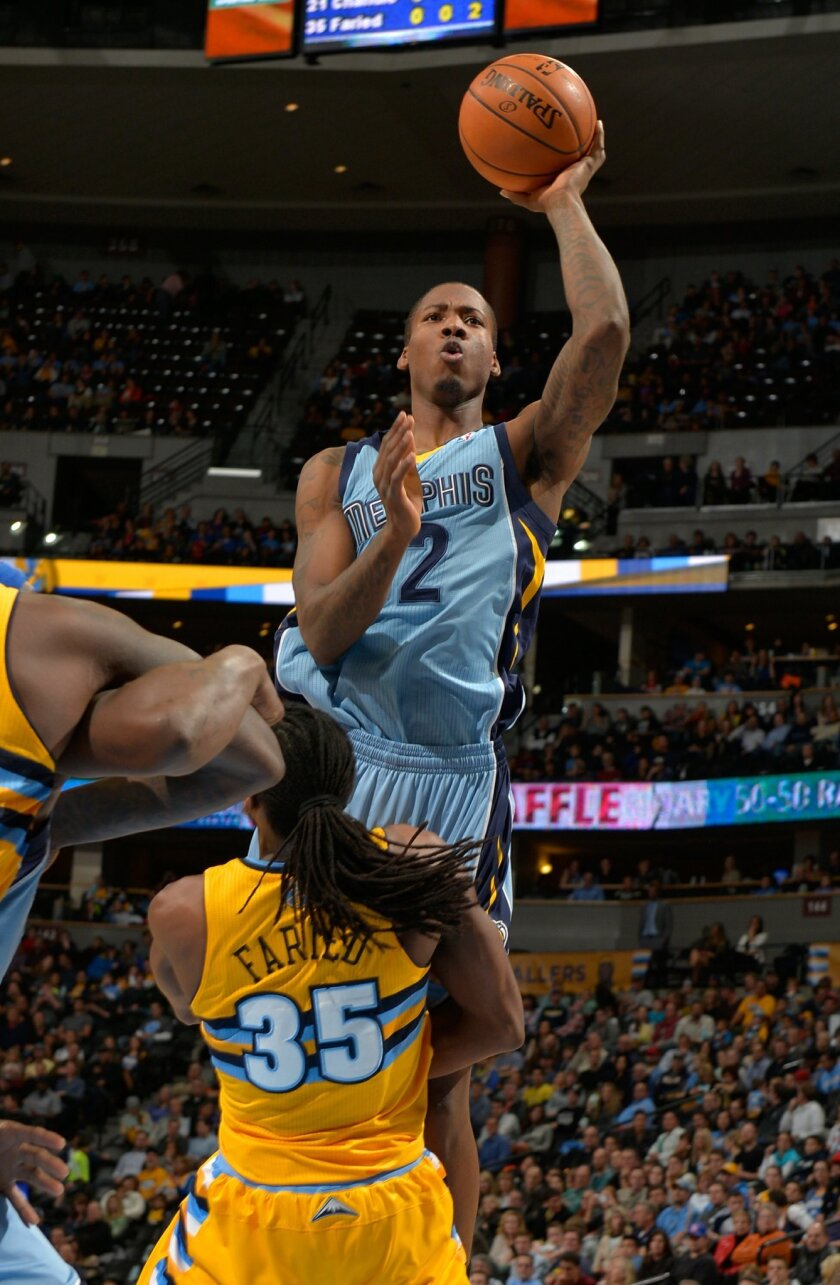 CORRECTS TO GRIZZLIES POWER FORWARD ED DAVIS (32) NOT GUARD NICK CALATHES - Memphis Grizzlies power forward Ed Davis (32) goes up to shoot against Denver Nuggets forward Kenneth Faried (35) during the second quarter of an NBA basketball game on Friday, Jan. 3, 2014, in Denver. (AP Photo/Jack Dempsey)