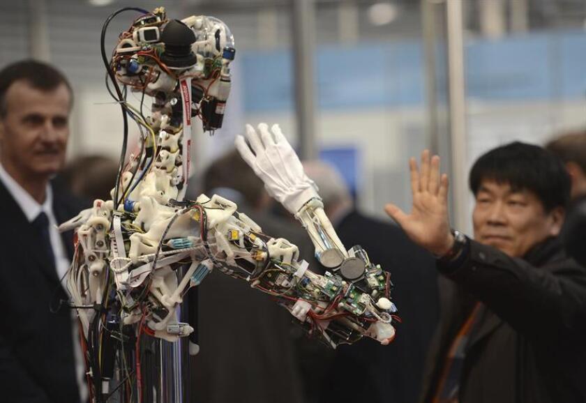 """Presentación del robot """"OSA"""" en la Feria de Hannover Messe, Alemania. EFE/Archivo"""