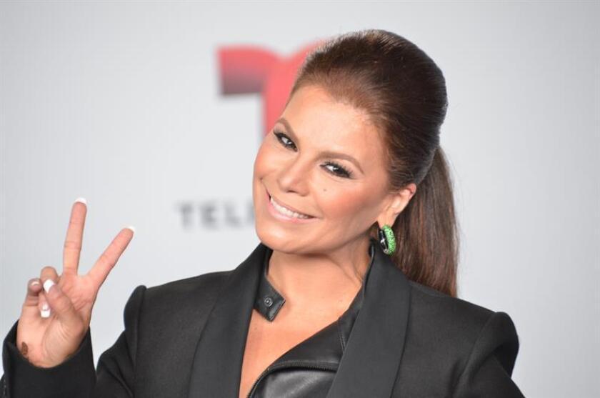 Fotografía de archivo de la cantante puertorriqueña Olga Tañón. EFE/Archivo