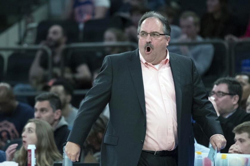 El entrenador de los Pistons de Detroit Stan Van Gundy durante un partido contra los Knicks de Nueva York.
