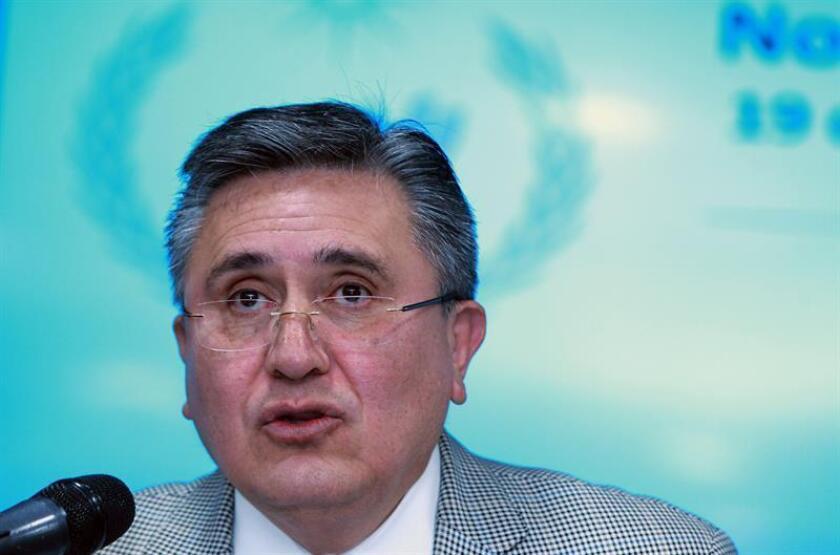 El titular de la Comisión Nacional de los Derechos Humanos (CNDH), Luis Raúl González, ofrece una rueda de prensa, en Ciudad de México. EFE/Archivo