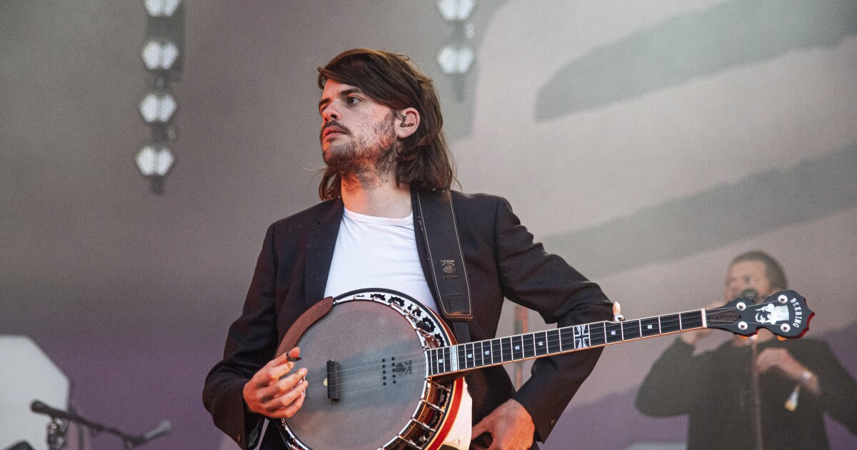 Mumford & Sons member quits band to 'speak my mind' - Los Angeles Times