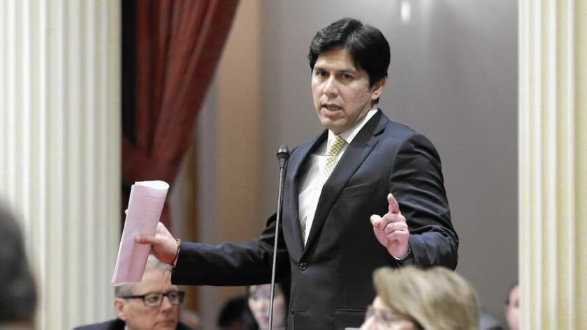 La oficina de Kevin de León, presidente pro tempore del Senado, anunció el viernes que el encabezara una delegación de ocho demócratas mientras la Legislatura está en su receso de verano la semana próxima.