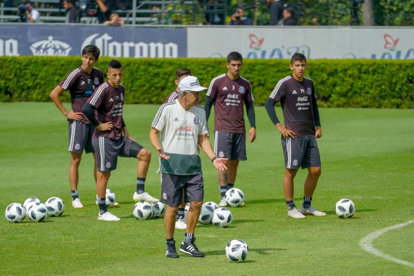 La selección mexicana de futbol, con el interino Ricardo Ferretti al mando, se alista para enfrentar este jueves 811 octubre) a Costa Rica en un amistoso en Monterrey, México.