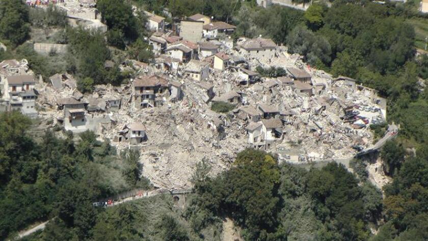 Vista aérea de Amatrice, un pueblo destruido por tremendo temblor.
