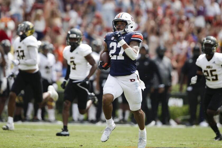 O running back de Auburn, Jarquez Hunter, foge para um touchdown contra o Alabama State.