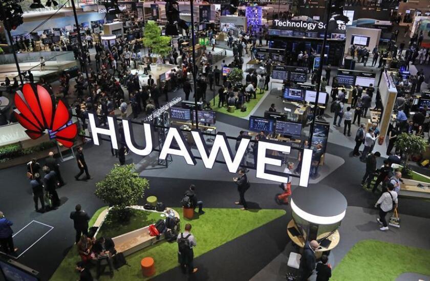 Vista general del pabellón de Huawei en la feria de tecnología CeBIT en Hannover (Alemania). EFE/Archivo