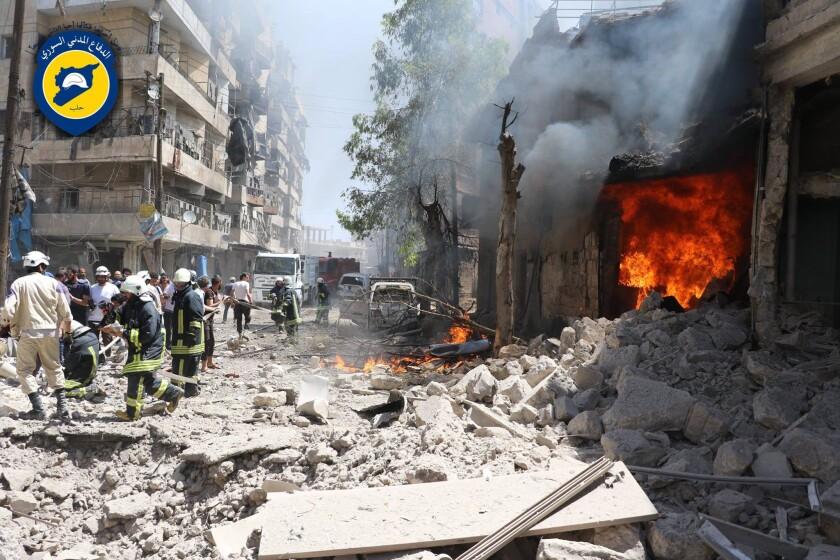 La violencia en Siria le ha quitado años a la expectativa de vida de la gente, de acuerdo con un nuevo análisis publicado en la revista Lancet. (Directorio Sirio de Defensa Civil en la Provincia Liberada de Aleppo vía AP, archivo)