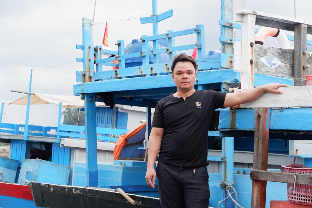 Vietnamesischer Fischer Tran Hong Tho im Hafen bei Quang Ngai, Vietnam.