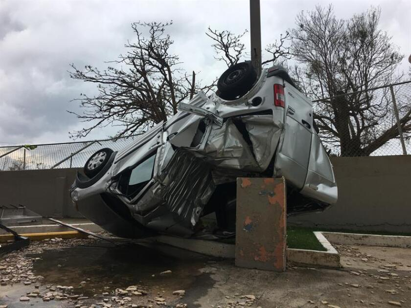El Cuerpo de Ingenieros del Ejército de EEUU (USACE, por sus siglas en inglés) recicla pedazos de metal y de madera durante sus trabajos de recogida de escombros a través de Puerto Rico con el objetivo de ahorrar espacio en los vertederos. EFE/ARCHIVO