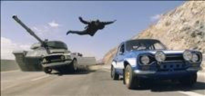 """Fotograma en donde aparece el actor Tyrese Gibson durante una escena de la sexta entrega de la exitosa saga de acción y persecuciones de coches """"Fast & Furious"""". EFE/Universal Studios"""