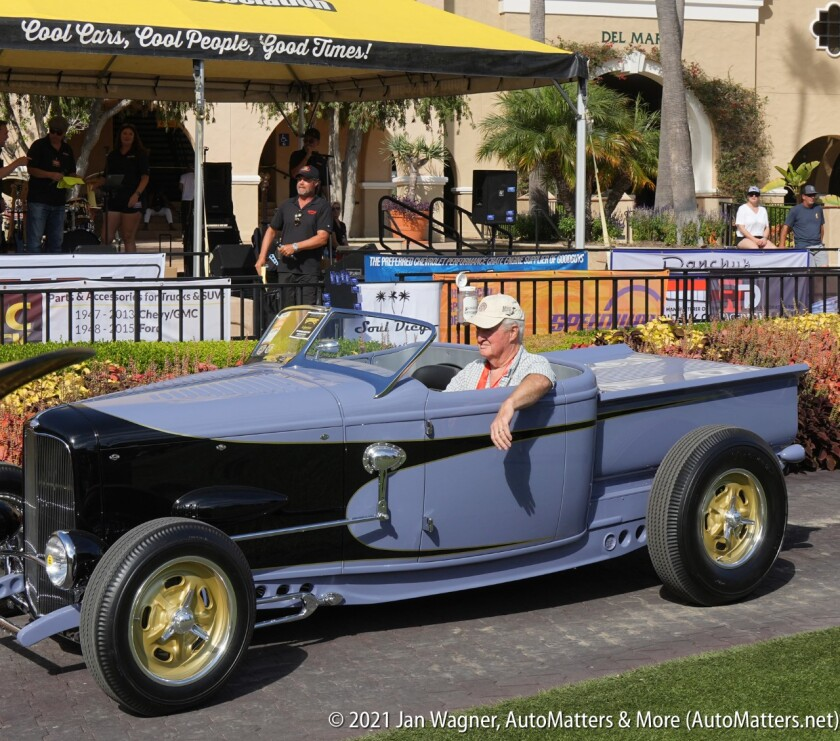 1932 Ford Roadster Pickup - first prize winner