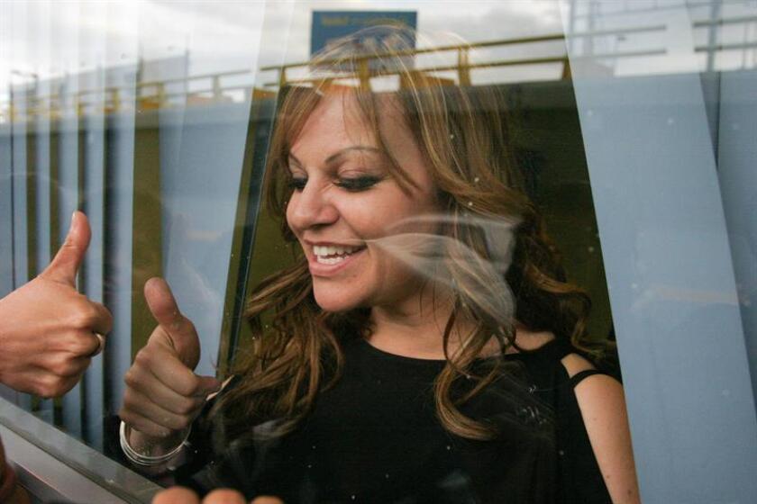 """Su nombre era Dolores: La Jenni que yo conocí"""", el más reciente libro sobre Jenni Rivera, busca revelar verdades tapadas o tergiversadas por libros y series anteriores, asegura a Efe Gabriel Vázquez, ex manager de la fallecida cantante mexicana y uno de sus autores. EFE/ARCHIVO"""