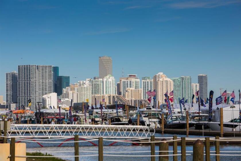 La ciudad de Miami se convierte hoy en el mayor escaparate náutico del mundo con dos grandes ferias de yates de lujo, embarcaciones de recreo y eléctricas y tecnología puntera, una cita que mueve miles de millones de dólares. EFE/ARCHIVO