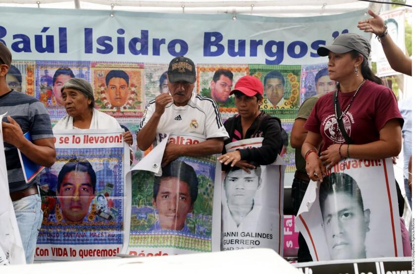 La madrugada del 27 de septiembre, del 2014, la policía municipal de Iguala aparentemente persiguió y atacó a los normalistas y, hasta la fecha, se desconoce qué realmente sucedió con ellos.