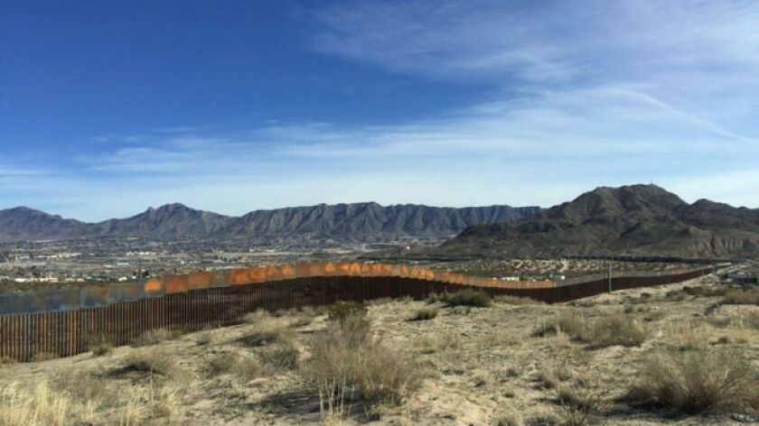 Porque Luis -no es su verdadero nombre, pues la compañía que lo emplea no le permite dar entrevistas- es mexicano. Y está construyendo un muro en la frontera entre México y Estados Unidos.