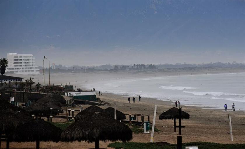 Vista general de las afectaciones climatológicas en la bahía de Ensenada, en el estado de Baja California (México) por la aproximación de la tormenta Rosa. EFE