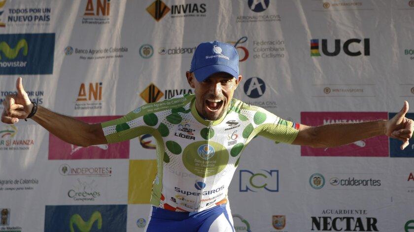 El ciclista colombiano Mauricio Ortega celebra hoy, sábado 18 de junio de 2016, después de ganar la sexta etapa de la Vuelta a Colombia, que fue de 17.5 kms. saliendo de Medellín y llegando al Alto de de Palmas. EFE/Luis Eduardo Noriega A. ** Usable by HOY and SD Only **