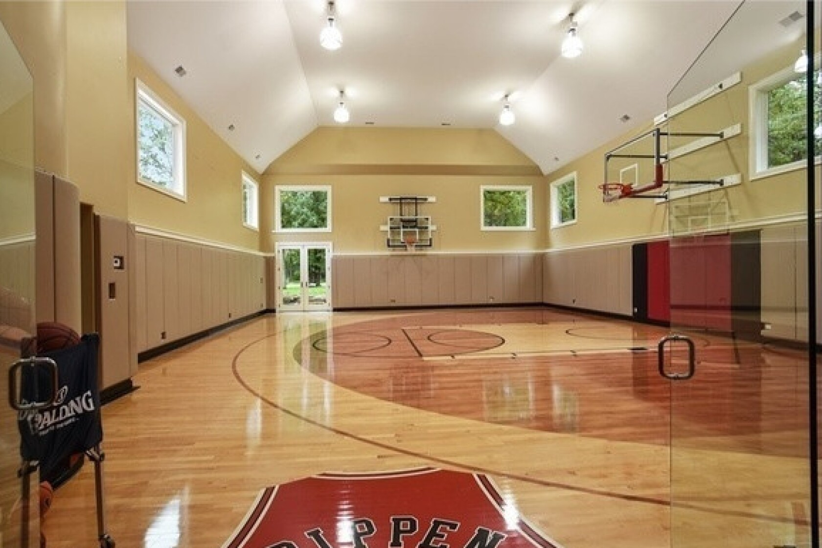 Nba Great Scottie Pippen Puts Illinois Mansion With Indoor Basketball Court Back In Play Los Angeles Times