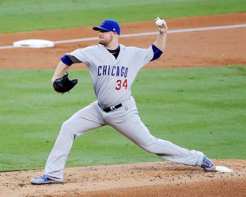 En la imagen, el jugador de los Cachorros de Chicago Jon Lester. EFE/Archivo