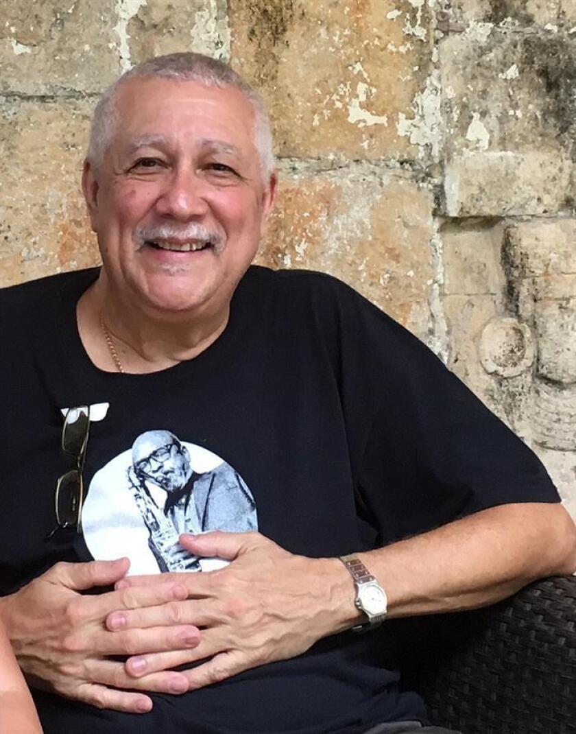 Fotografía del 5 de febrero de 2018, del saxofonista cubano Francisco de Jesús Rivera Figueras durante una entrevista con Efe en Chichén Itzá, Yucatán (México). EFE