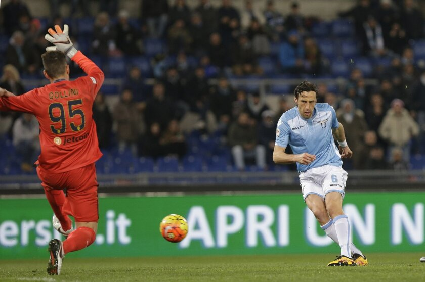 Lazio's Stefano Mauri scores a goal during a Serie A soccer match between Lazio and Hellas Verona  at Rome's Olympic stadium, Thursday, Feb. 11, 2016. (AP Photo/Alessandra Tarantino)