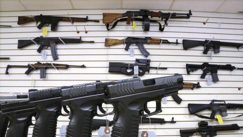 El denominador común detrás de masacres macivas y otros ataques armados en años recientes en Estados Unidos es el uso de rifles de asalto, capaces de disparar varias rondas de municiones en un periodo corto de tiempo y con gran precisión.
