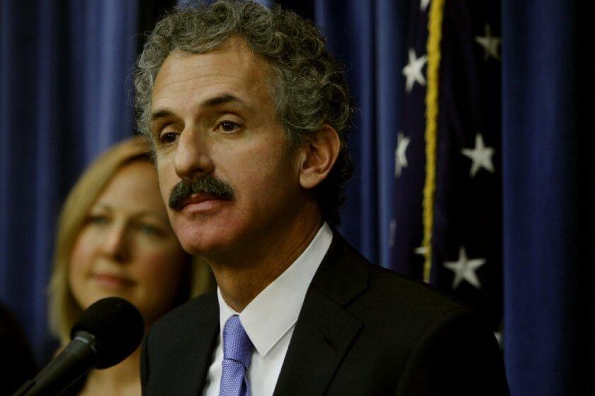 El litigio es parte de un esfuerzo concentrado del procurador Mike Feuer y los agentes de la ley para enfocarse en los moteles que actúan como imanes para los delincuentes.