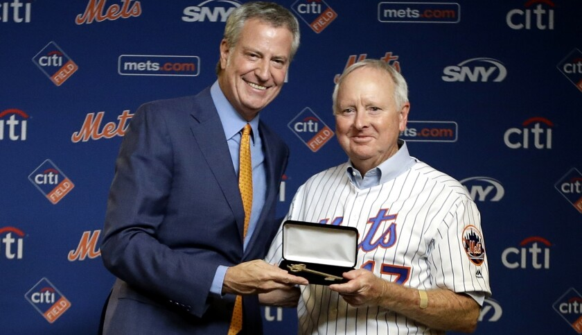 Rod Gaspar is presented with a key to the city from New York Mayor Bill de Blasio during the 50th anniversary celebration of the Mets winning the World Series.