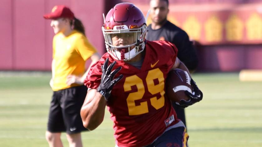 USC running back out 6-8 weeks after breaking shoulder