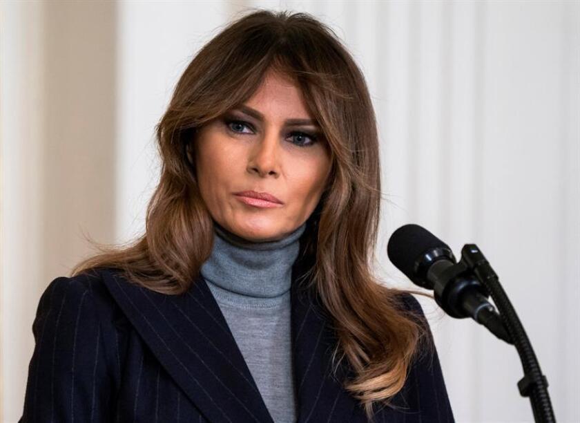 Fotografía de archivo tomada el 1 de marzo de 2018 que muestra a la primera dama de los Estados Unidos, Melania Trump, durante la cumbre sobre opioides en el Ala Este de la Casa Blanca en Washington DC (Estados Unidos). EFE/Archivo