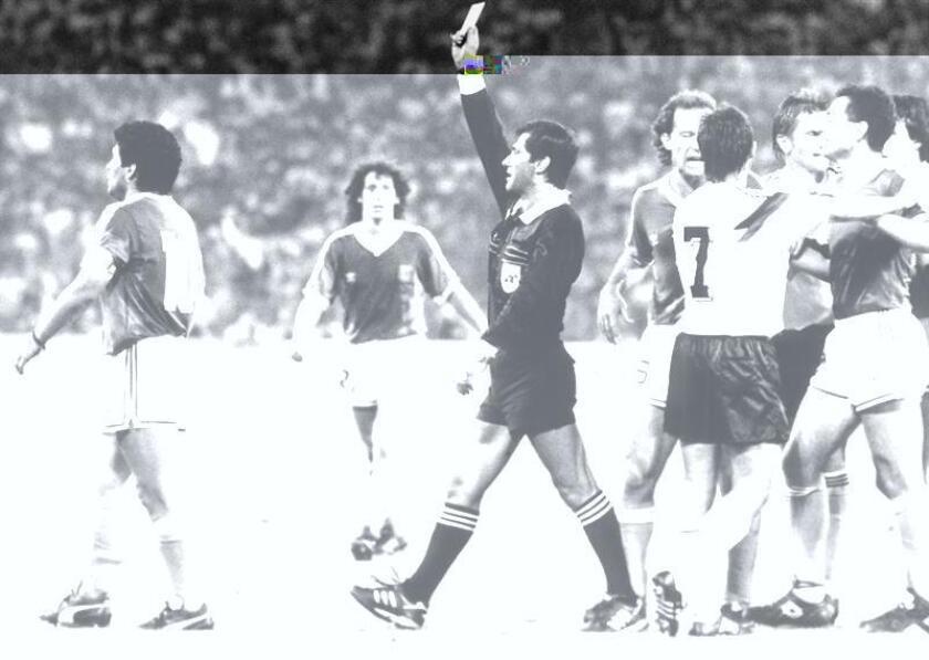 El exárbitro mexicano Edgardo Codesal, quien pitó la final de la Copa del Mundo 1990 entre Alemania y Argentina, renunció hoy a la comisión de árbitros del fútbol mexicano, anunció la Federación de este país. EFE/ARCHIVO