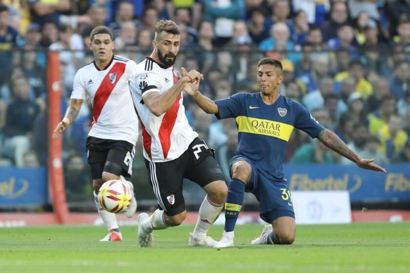 En la imagen, Agustín Almendra (d) de Boca Juniors. EFE/Archivo