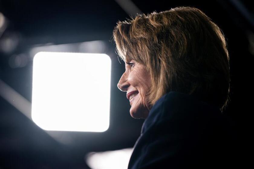 La líder de la minoría demócrata en la Cámara Baja destadounidense, Nancy Pelosi, ofrece una rueda de prensa en el Capitolio de Washington (Estados Unidos), hoy, 13 de diciembre de 2018. EFE