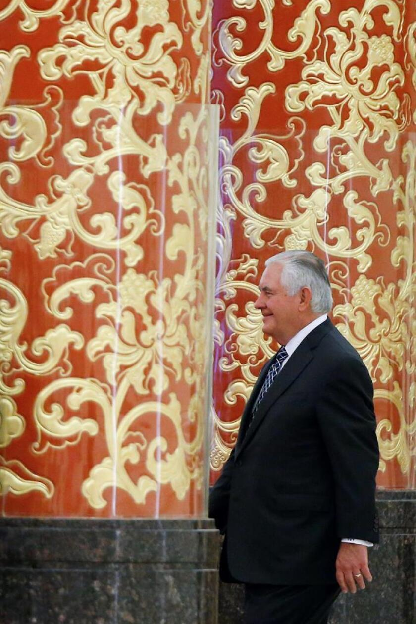 El secretario de estado estadounidense, Rex Tillerson, a su llegada a una cena de gala para el presidente de los EEUU, Donald Trump, ofrecida por su homólogo chino, Xi Jinping, en el Gran Palacio del Pueblo en Pekín (China) este 9 de noviembre. EFE