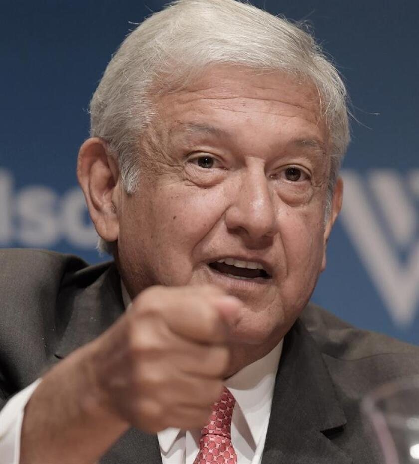 El izquierdista Andrés Manuel López Obrador y su Movimiento Regeneración Nacional (Morena) encabezan las preferencias para la elección presidencial del 2018 en México, según una encuesta publicada hoy por el diario El Universal. EFE/ARCHIVO