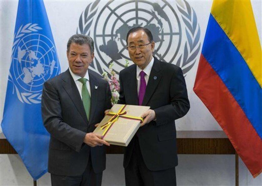 """El presidente de Colombia, Juan Manuel Santos, dijo hoy que avanzar en las negociaciones de paz con la guerrilla del Ejército de Liberación Nacional (ELN) hará que la paz en el país sea """"completa""""."""