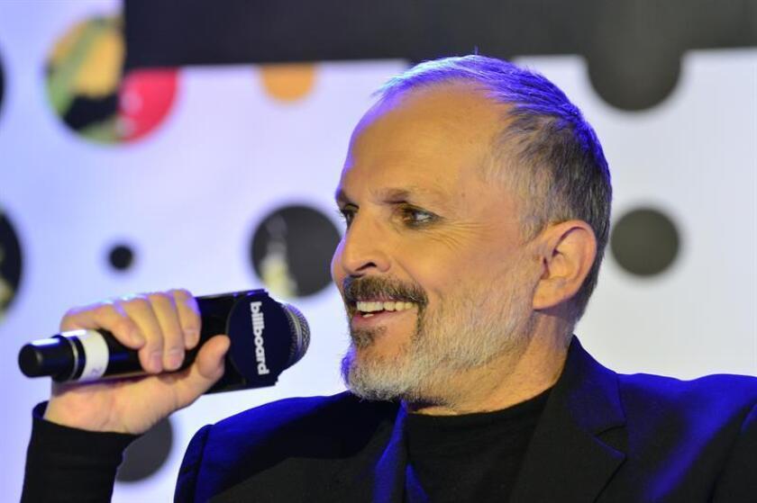 El cantante español Miguel Bosé recibirá en Miami un galardón por su labor humanitaria, en una gala benéfica en la que participarán la actriz Eva Longoria y el cantante Ricky Martin, informó hoy la fundación Global Gift, que entregará el reconocimiento. EFE/ARCHIVO