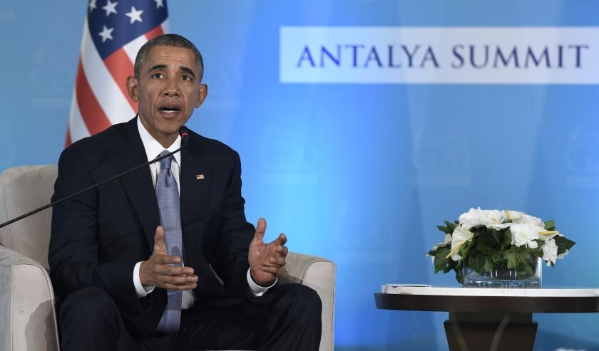 El presidente Barack Obama habla durante una conferencia de prensa en Antalya, Turquía, el domingo 15 de noviembre de 2015, en el macro de la cumbre del G20.