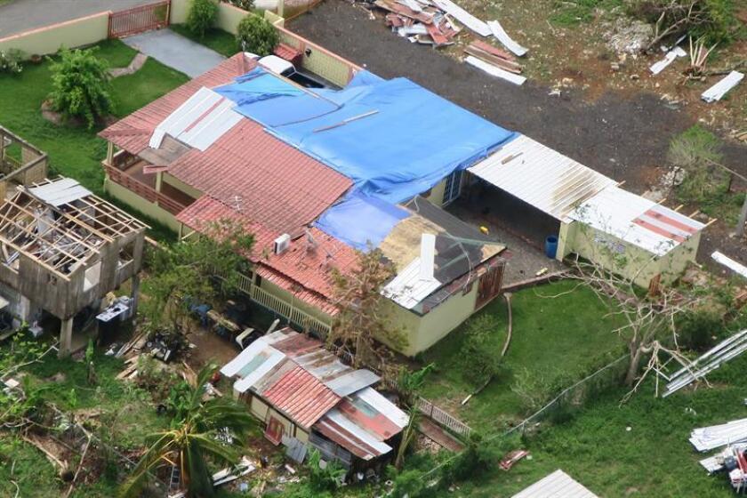 Fotografía que muestra una vista aérea del norte de Puerto Rico, tras el paso del huracán María. EFE/Archivo