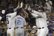 Padres sweep first-place Dodgers in doubleheader