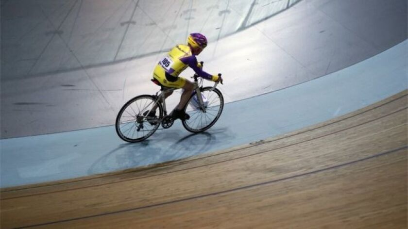 Robert Marchand tiene 105 años y acaba de establecer un nuevo récord para la distancia más larga recorrida en una hora en bicicleta. Y una nueva categoría de edad.