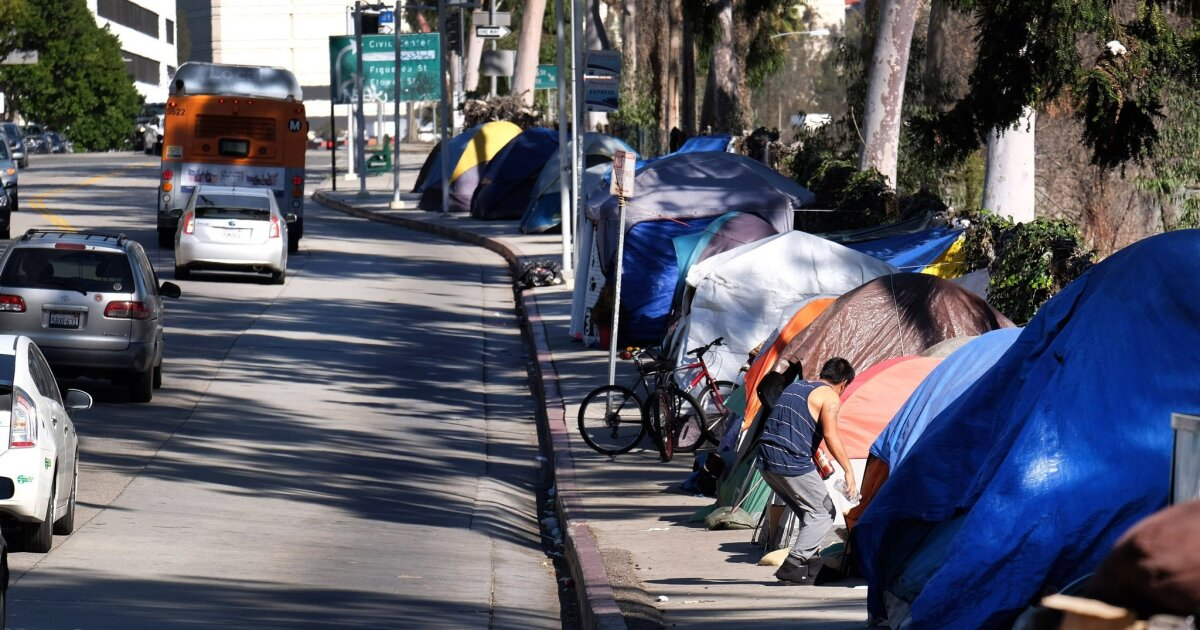 Supreme Court confronts whether homeless can sleep on sidewalks