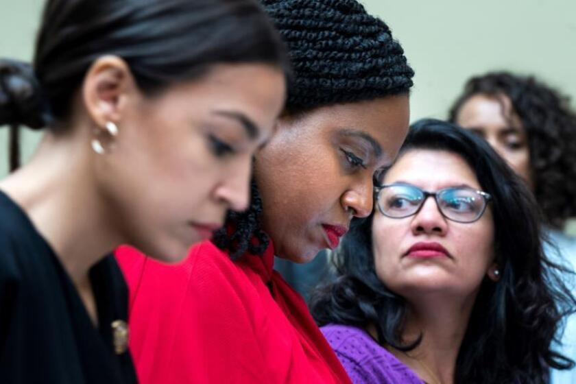 """Demócrata, progresista y joven, así es """"La brigada"""" que encara a Donald Trump"""