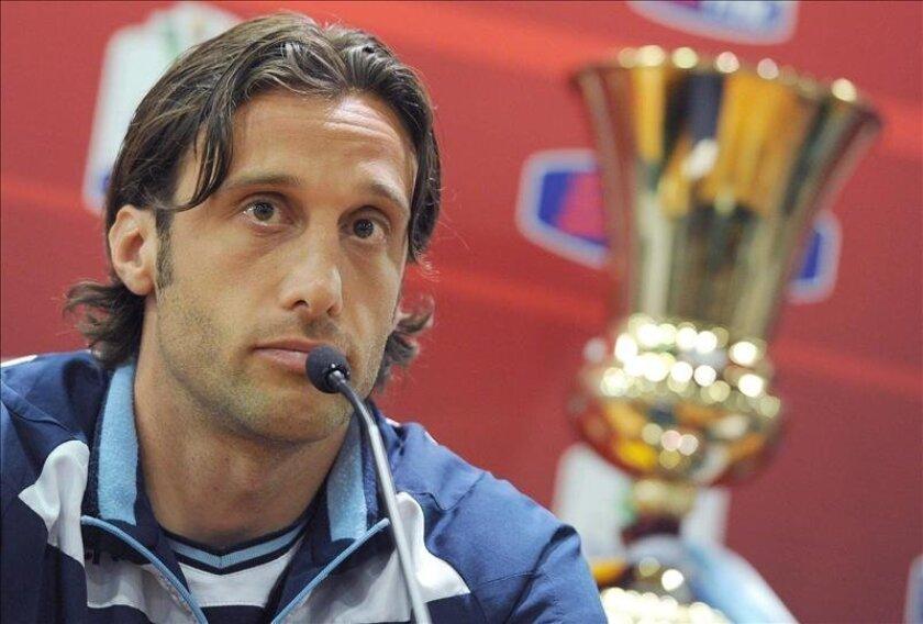 El centrocampista Stefano Mauri en la rueda de prensa anterior a la final de la Copa Italia que se juega mañana domingo en el Olímpico de Roma. EFE