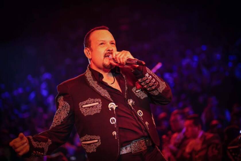 El popular cantante mexicoamericano Pepe Aguilar estrena video antes de lanzar su nueva placa.
