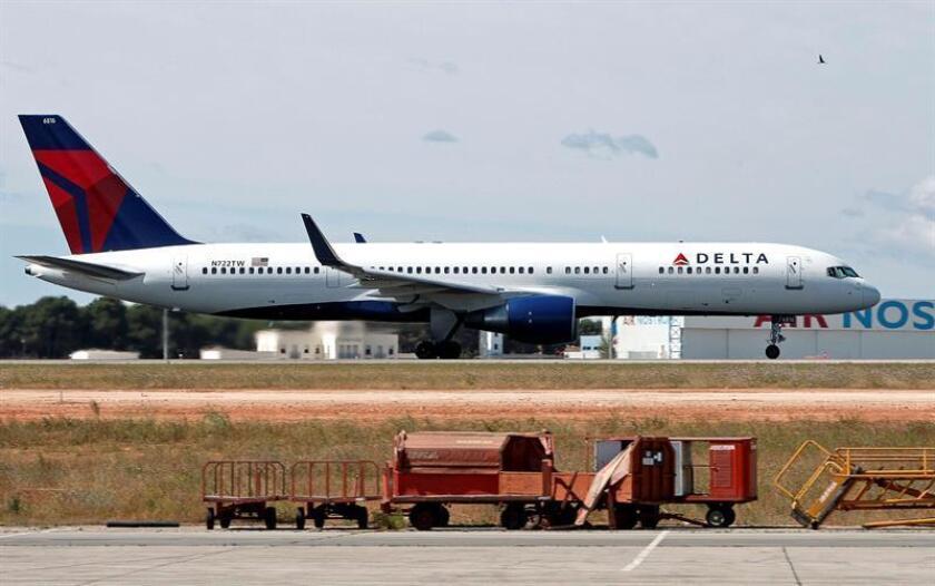 Vista de un avión de la compañía Delta Airlines. EFE/Archivo